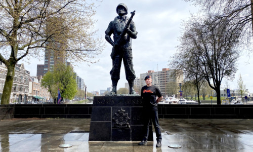 5/5/21 Bevrijdingsdag: Henk Manden loopt 76 kilometer voor vrijheid en buddy's in nood